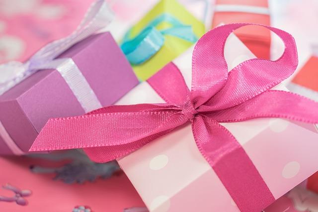 出産祝いのプレゼントは友達には何がいいかな?実際にもらって嬉しいものと残念なもの